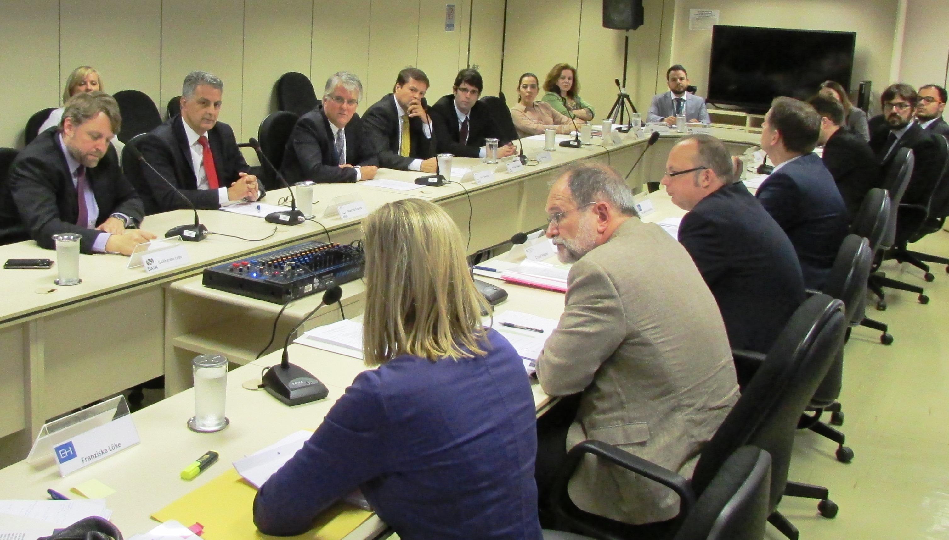 Brasil e Alemanha trocam experiências sobre seguro de crédito à exportação